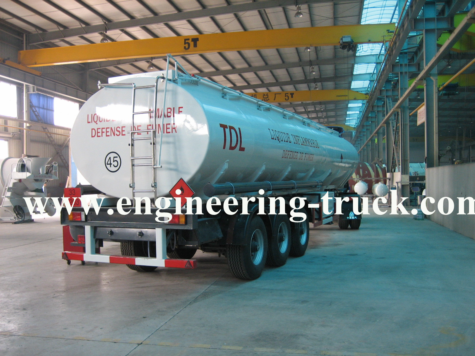 40.5m3 trapezoid Chemical Liquid Tank Semi-trailer  equipment
